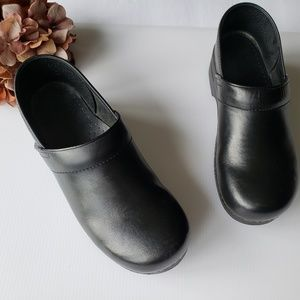Dansko Professional Black Leather Clogs 42, 12